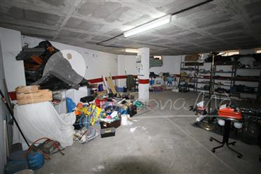 Closed garage-3 vehicles