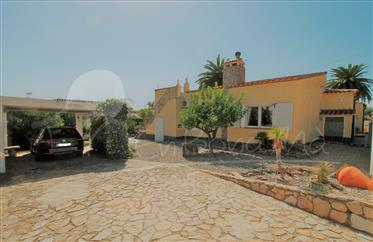 Large charming house in good condition with 216m² and 898m² of land