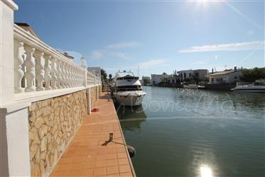 For Sale Property in the best residential area in Roses, San...