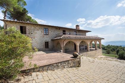 Rustico/Casale/Cour de 400 m2 à Passignano sul Trasimeno