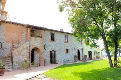 Villa ou villa de 460 m2 à Umbertide