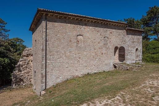 Rustico/Ferme/Cour de 330 m2 à Spoleto