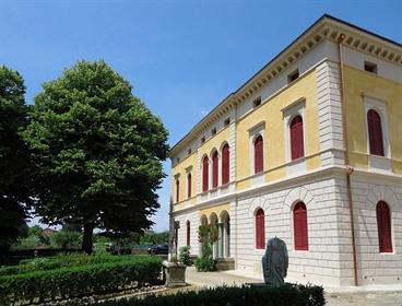 Villa o villino di 1032 m2 a Siena