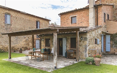 Farm with Villa, Sinalunga, Siena – Tuscany Farm with Villa in Sinalunga. Prestigious Real