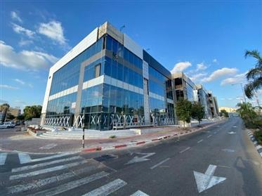 Nouveau et prestigieux bureau à louer à Rishon Lezion