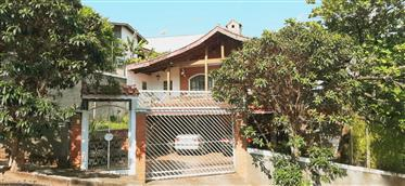 Casa com 6 dormitórios, dois níveis frente para o Lago do Major e Pedra Grande em Atibaia/SP