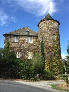 Petit château à vendre