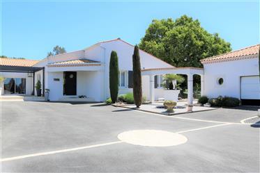 House: 200 m²