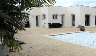 House: 323 m²