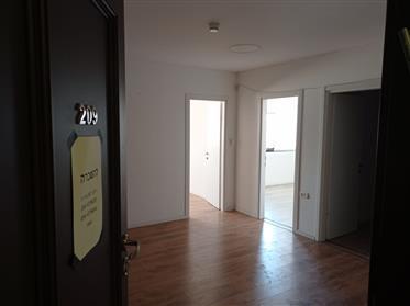 Νέα γραφεία προς ενοικίαση, 72 τ.μ., στην Κερσέμπα