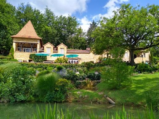 Idéal pour un projet touristique de luxe dans ce cadre idylique magnifique propriété en pi