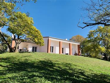 Casa 8 locali 319 m²