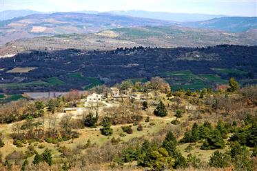 Property facing the Grand Luberon