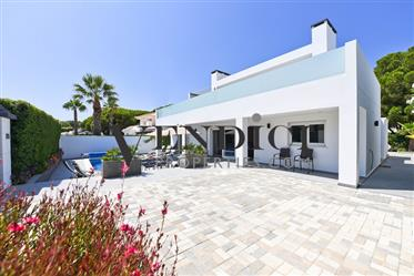Immaculate South Facing Modern 4 bedroom Villa