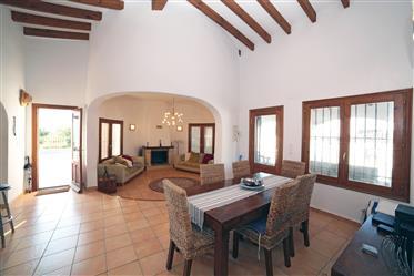 Villa de una planta con 3 dormitorios y piscina privada en Monte Pego