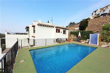 Villa de 4 dormitorios con vistas panorámicas en Monte Pego
