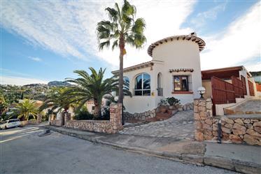 Hermosa villa de 3 dormitorios con piscina privada y vistas al mar en Monte Pego