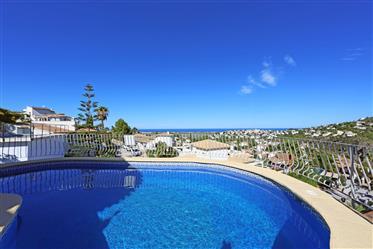 Villa de 3 dormitorios con piscina privada y maravillosa vista al mar