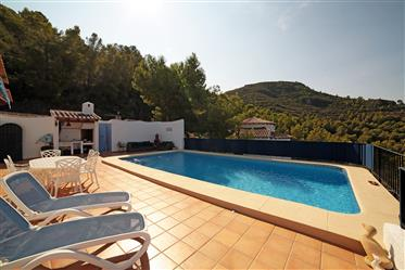 Large 5 bedroom villa with guest apartment and sea view