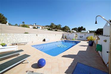 Villa de 8 dormitorios con piscina en Jávea