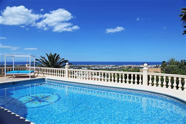 Villa de lujo con vistas al mar en Denia