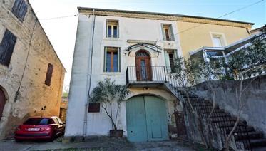 Maison de vigneronne authentique avec terrain dans village en Hérault près du Beziers