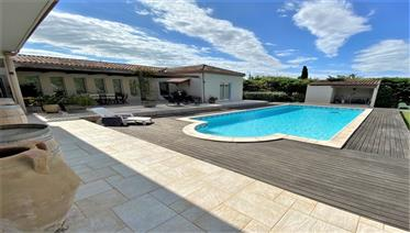 Luxury villa with pool and large grounds in the centre of Narbonne