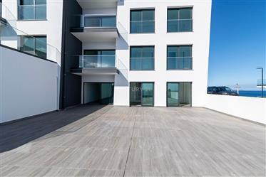 Apartamento T3 no Porto Novo com excelente vista mar