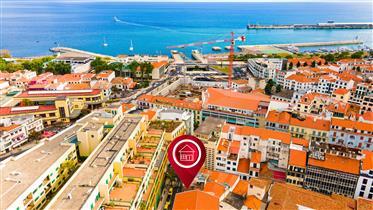 Prédio para Recuperar na Zona Histórica do Funchal ─ Centro ─ Perto da Rua Fernão Ornelas ─ Aru