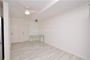 Apartamento T1+1 no centro de Câmara de Lobos