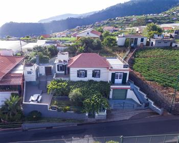 House T5 in Ponta do Sol ─ Canhas