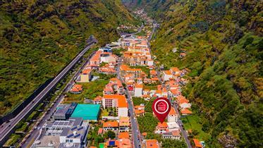 Moradia T4 + 1 no Centro da Ribeira Brava, Madeira, Portugal