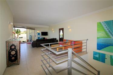 Espaçoso apartamento de 3 quartos em resort de luxo com lind...