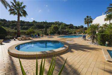 Appartement spacieux avec piscine près de la plage et du vieux village de Ferragudo
