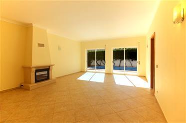Villa piscina confortável com 3 quartos no lado norte de Car...