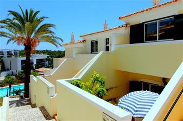 Attraktives Maisonette-Haus mit Meerblick in Strandnähe und im alten Dorf Ferragudo