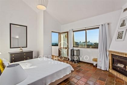 Deux villas adjacentes avec piscine, sept chambres à coucher, licence Al et vue mer