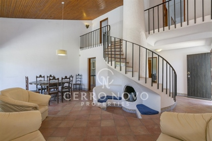 Detached Villa with Four Bedrooms in New Town, Albufeira