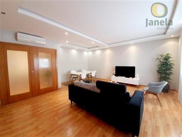 Appartement semi-neuf avec grandes surfaces et garage