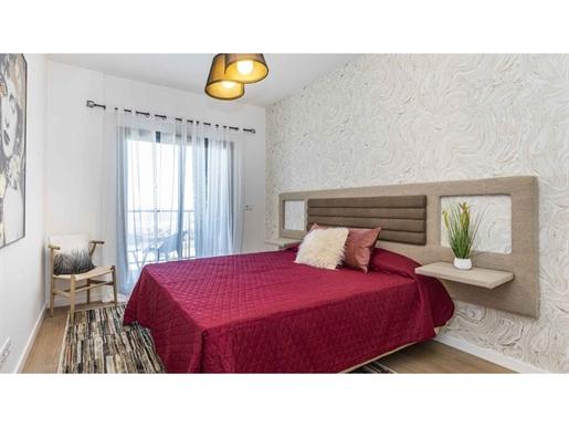 Apartamento T4, Seixal (Am Lisboa) com varanda e terraço na cobertura, em condomínio privado com par