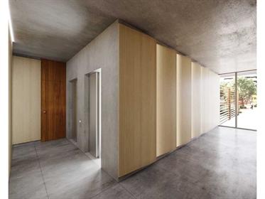 Apartamento T4, Faro, com amplas varandas e terraço privativo na cobertura em condomínio fechado com