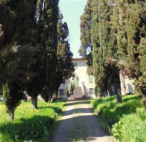 Splendida villa con molta storia alle porte di Siena