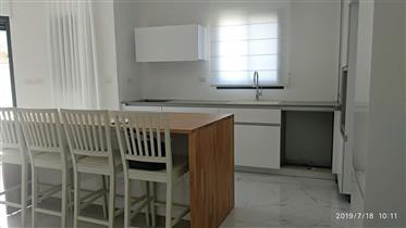"""יפו תל אביב-פנטהאוז גדול של 120 מ""""ר. + 45 מ""""ר מרפסת בבניין מ..."""