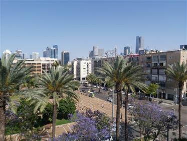 On the 5th Floor, open view on the Rabin Square