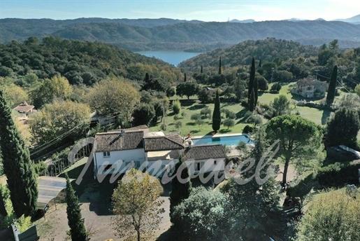 Villa De 300 M² Avec 4 Chambres Terrain De 5000 M²