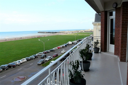 For Sale Apartment T4 View Sea And Terrace, Redone A Nine