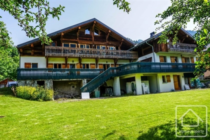 A spacious, modern and fully renovated farm, located right in the centre of La Chapelle d'Abondance.