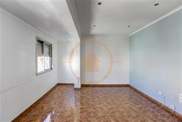 Apartamento T2 em Queluz/Estação Cp (200m)