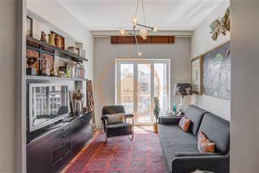 Requintado apartamento T3 em localização de excelência (Avenida República)
