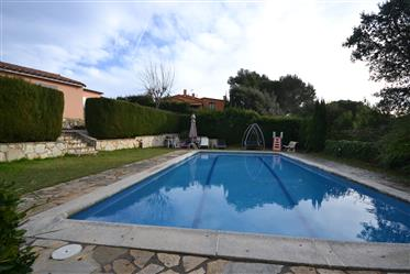 Detached house with private pool